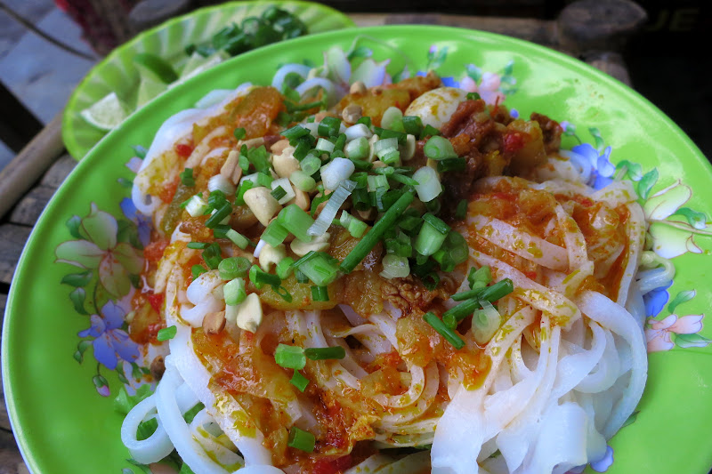 Mì Quảng with egg