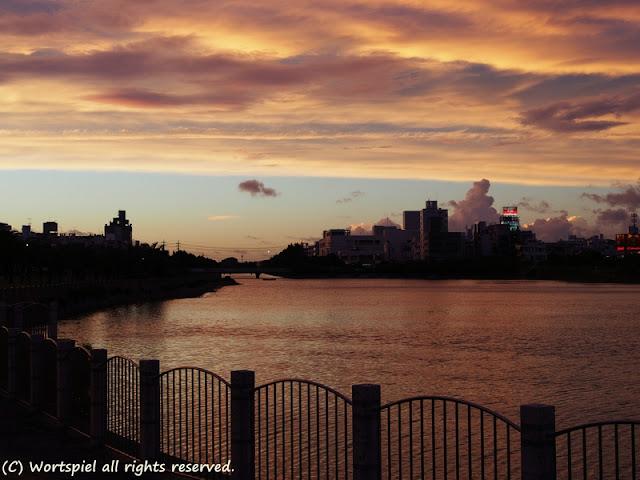 青空と夕焼けの境界線