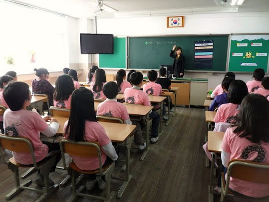 Korea's model schools, PCs in Korean, workplace computers in Korea, teaching English in Korea, what is it like teaching English in Korea, teaching schedule in Korea, English lesson plans in Korea