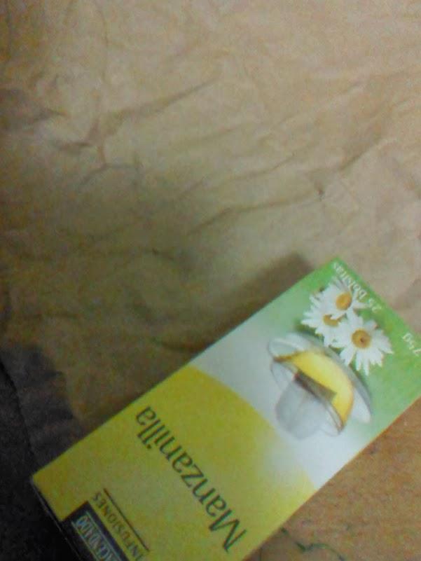 Caja de infusión preparada para forrarse con papel de embalar.