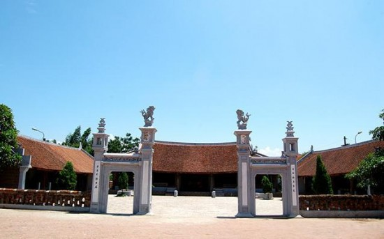 Duong Lam historical village