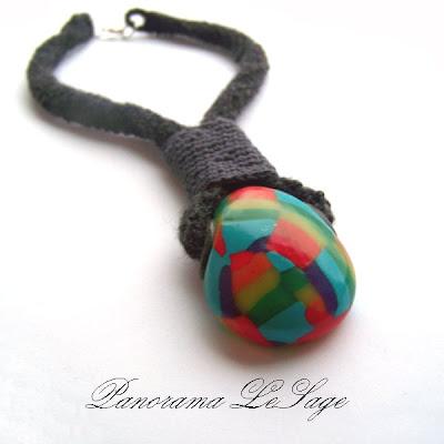 Tęczowa  kolekcja przeciw  Panorama LeSage naszyjnik szydełkowy z wisiorem