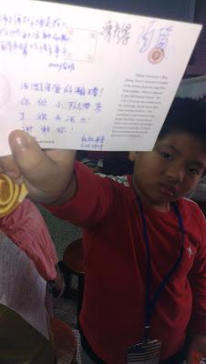 每個孩子都有得到一張在北京的明信片,以及上面滿滿的祝福