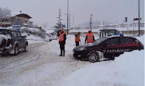 I carabinieri controllano alcuni mezzi