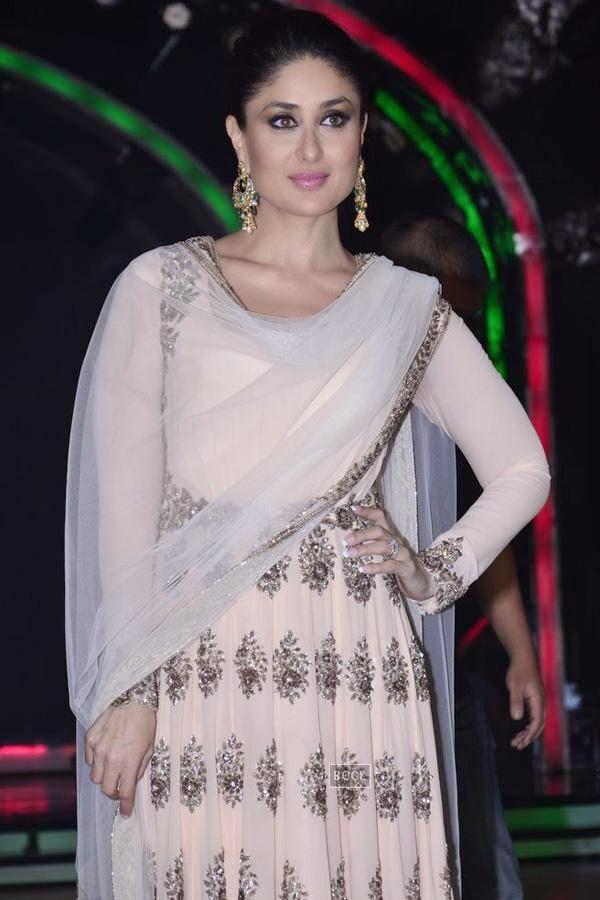 Kareena Kapoor on the sets of Jhalak Dikhhla Jaa 7.(Pic: Viral Bhayani)
