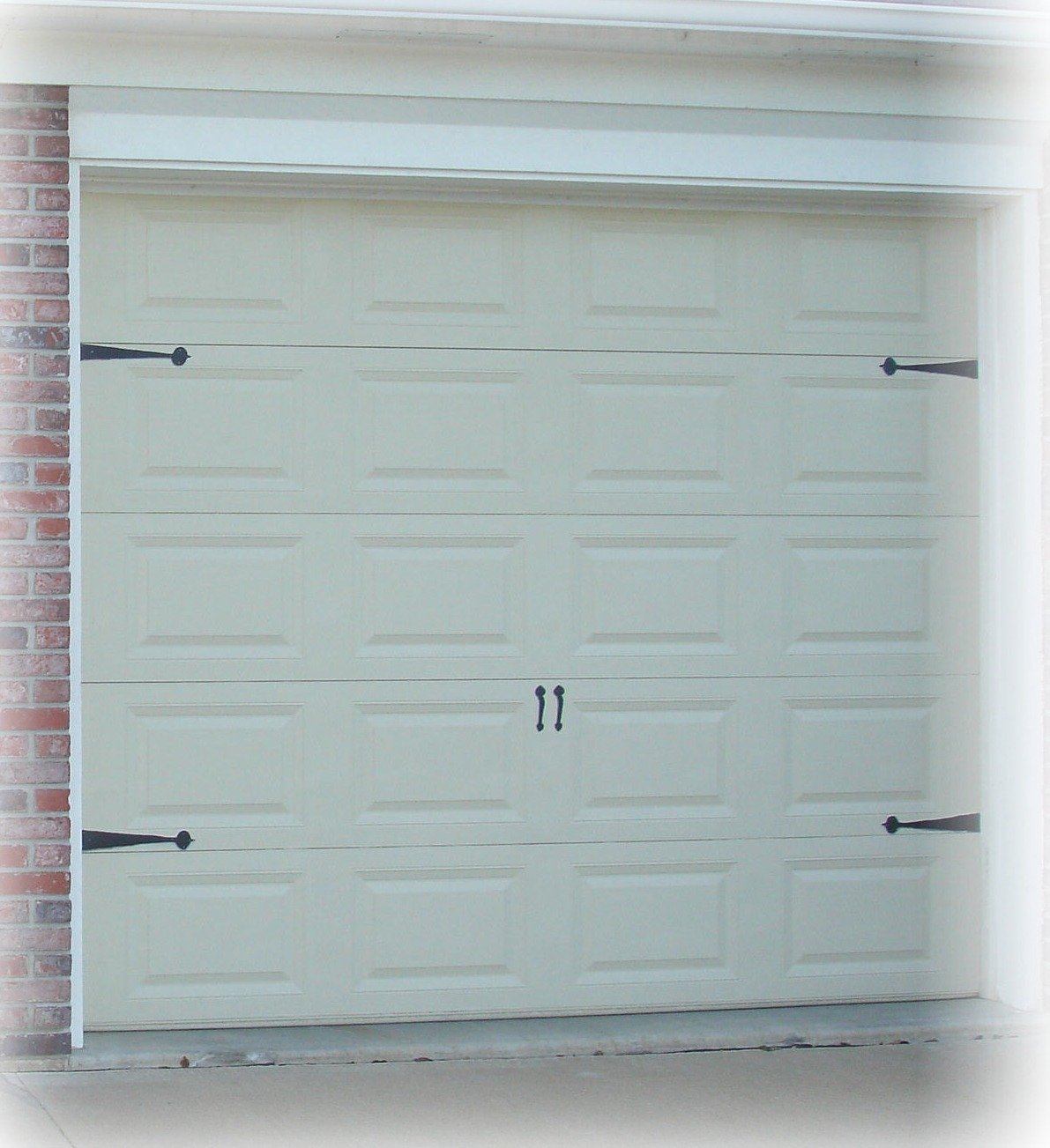 Carriage house garage doors without windows - So I Gave Him Windows By Painting Them Black With A Few Gray Streaks In Them I Noticed That When I Saw Windows In Garage Doors