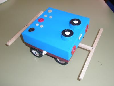 14/03/2012 carrera de Cucabots, tipo Cero, elaborados por grupos de 4 de ESO A y B.