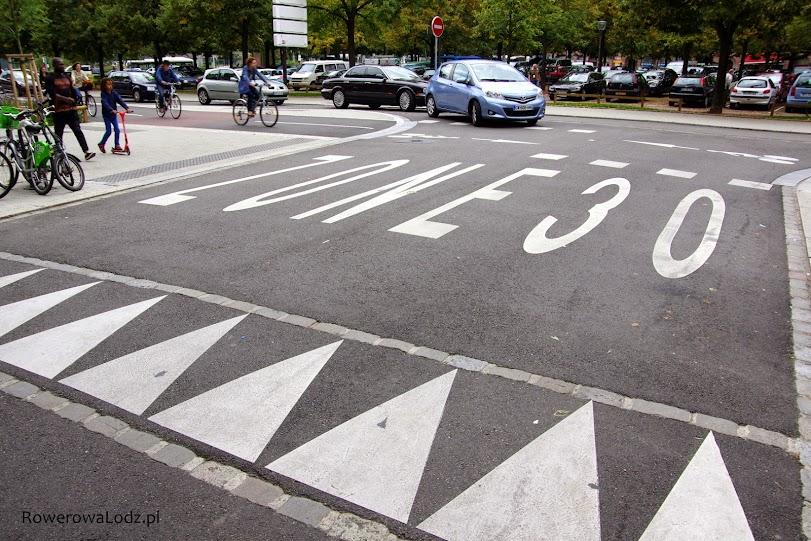Aby kierowcy nie mieli wątpliwości że wjeżdżają do strefy uspokojonego ruchu.