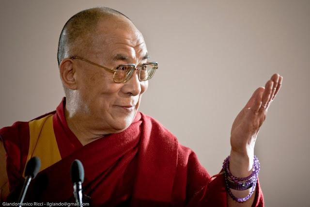 La paz no se consigue a través de los rezos, dalai lama, rezar no sirve