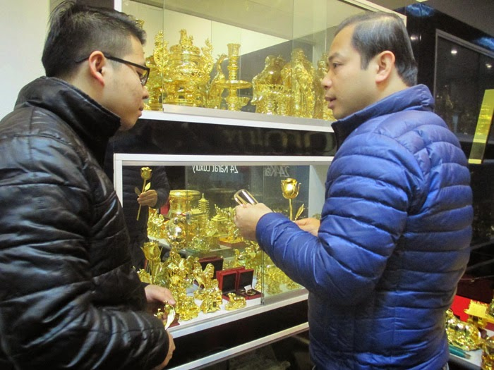 Đại gia Việt mua bông hồng 200 triệu tặng vợ