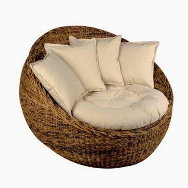 le canap tourne en rond. Black Bedroom Furniture Sets. Home Design Ideas