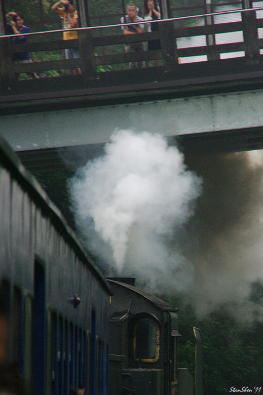 """今年舊山線的最後一列""""火""""車"""