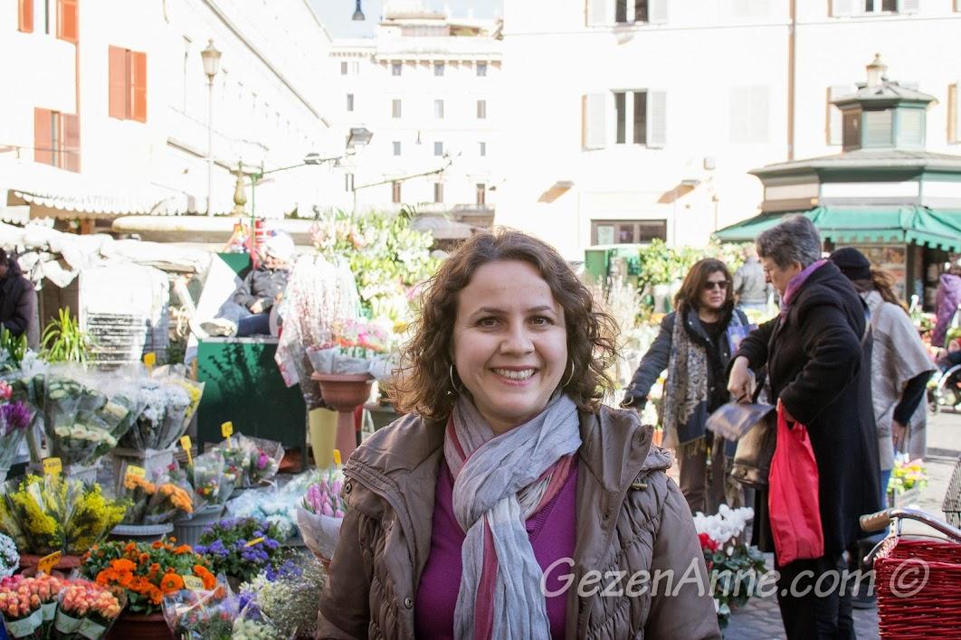 Campo de Fiore'de dolaşırken, Roma