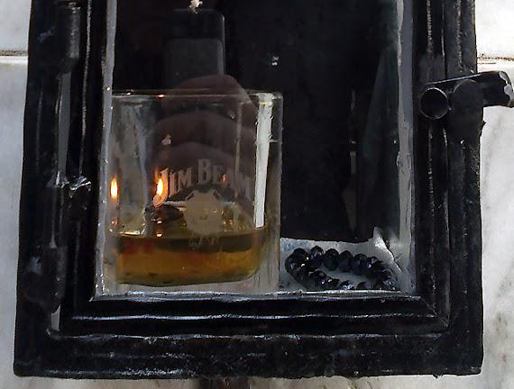 Mormântul lui Cleopa, tratat cu whiskey