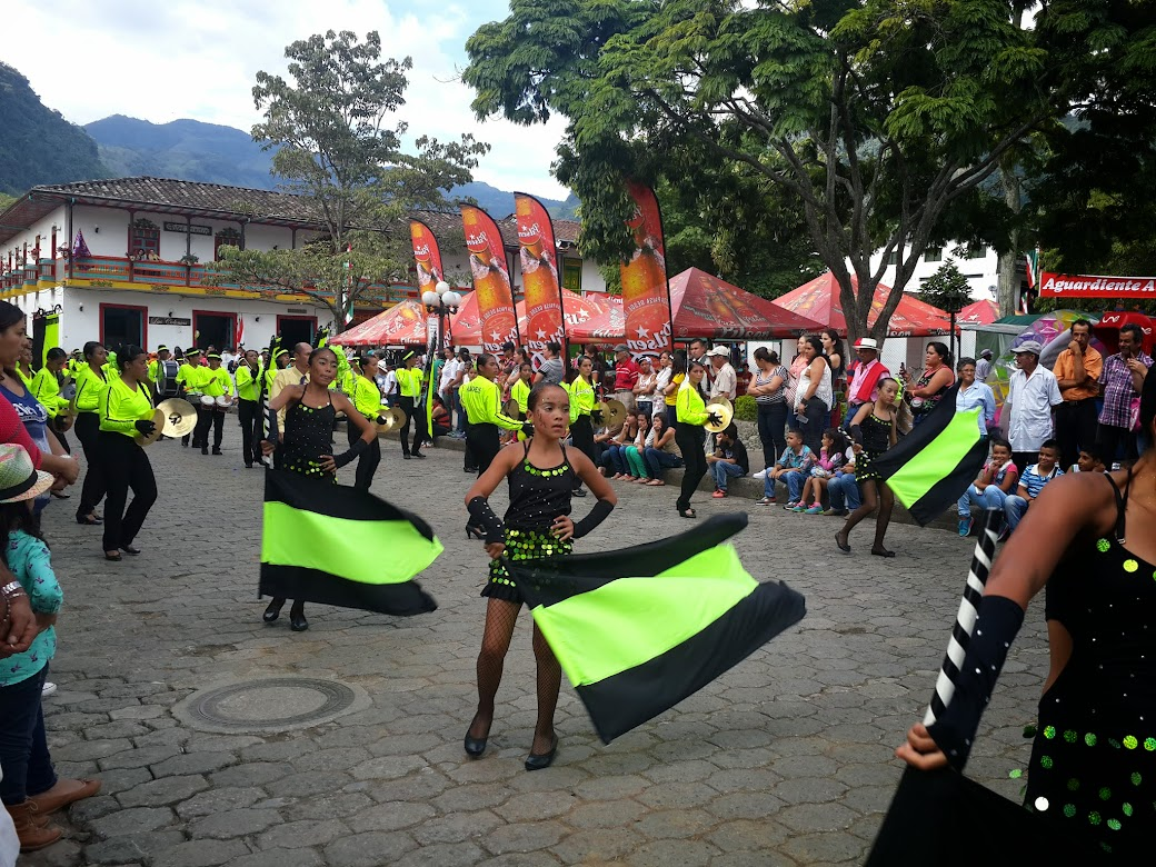 Desfile de bandas 2015 jardin antioquia for La jardin 2015