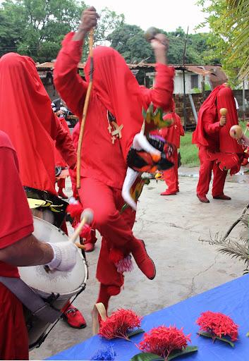 Diablos de Yare saltando en el día de Corpus Christi en San Francisco de Yare, Municipio Bolivar, Miranda Venezuela