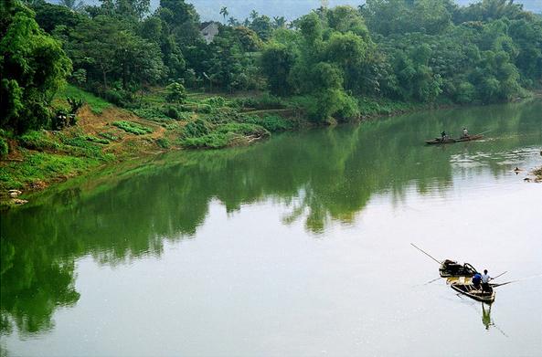 sông quê hiền hòa