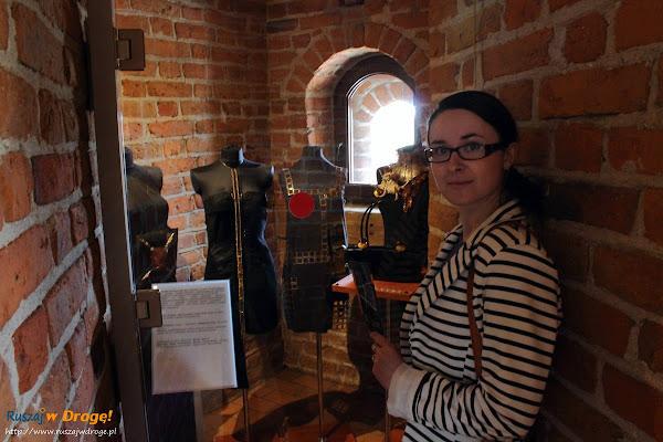 Muzeum Bursztynu w Gdańsku - ubrania z bursztynem