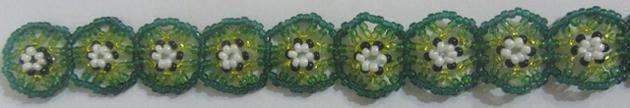 Браслеты из бисера, состоящие из кружочков.