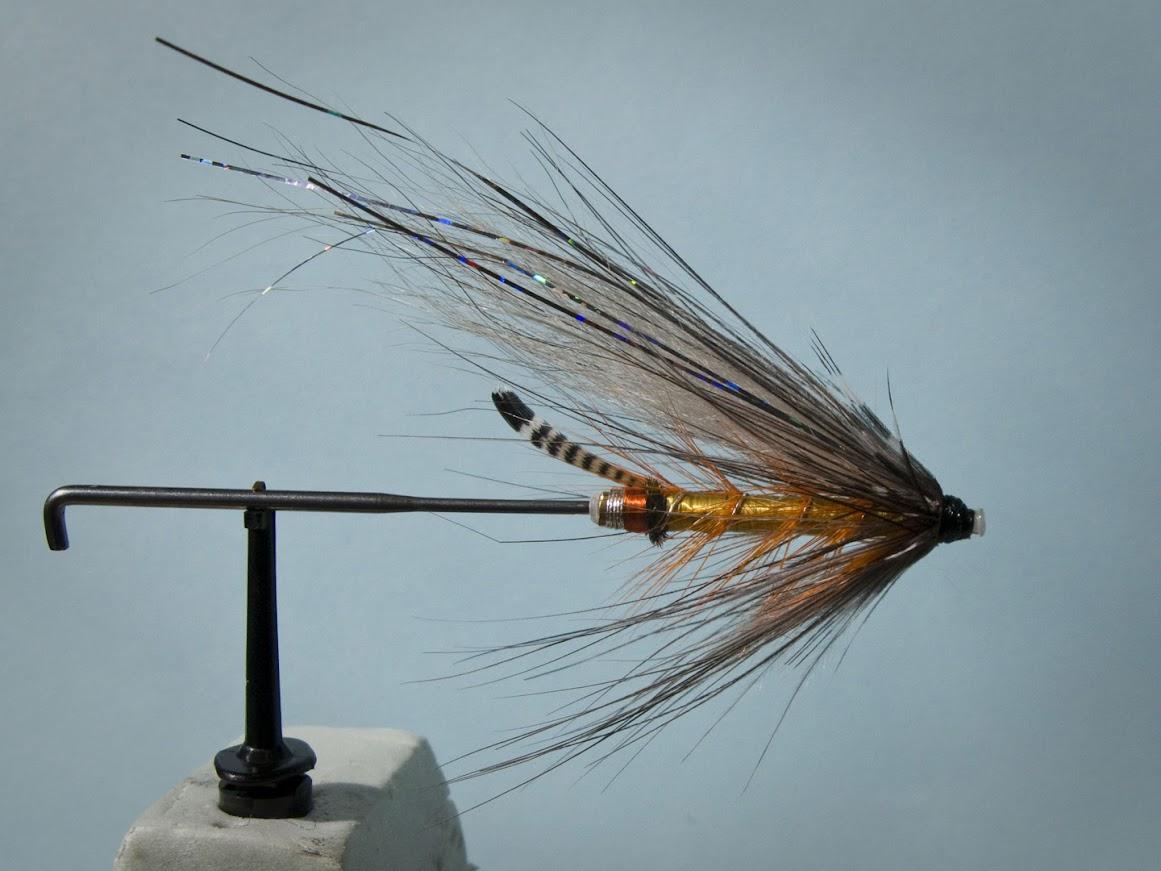 Връзване на сьомгови мухи в Русе