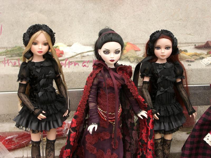 THEME DE NOVEMBRE 2012 : Le Noir , le gothique etc... CIMG6052