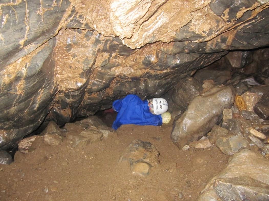prokousáváme se do nitra jeskyně