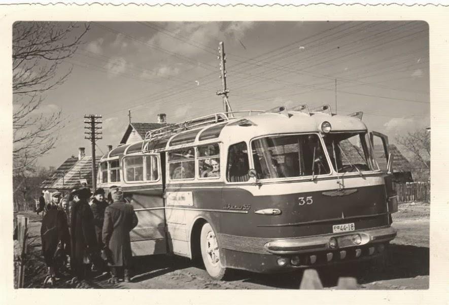 [Pilt: Ikarus+55+puhja+bussipeatuses.jpg]