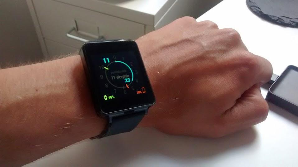 LG G Watch na moim nadgarstku