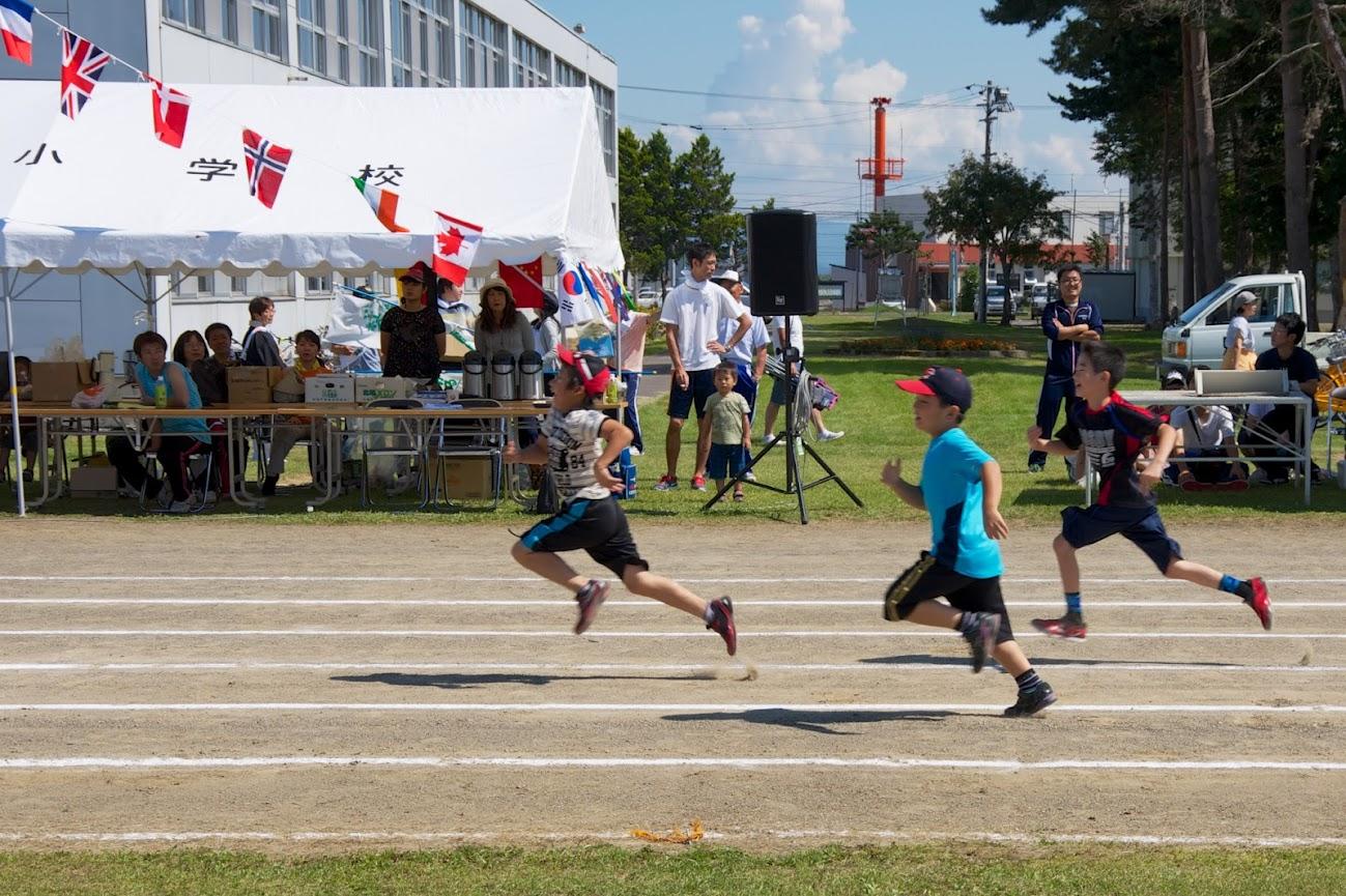 50m・100m:小中学生・大人よる競走