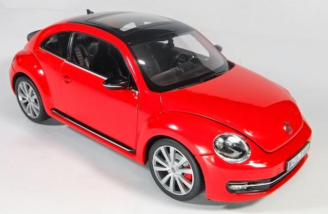 Hình ảnh sexy của chiếc xe Ô tô Volkswagen New Beetle 2012 tỷ lệ 1/18