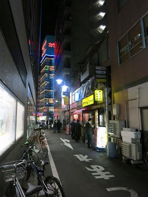 キッチンABCの前の細い道