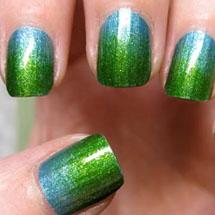 Unhas ombre verde e azul