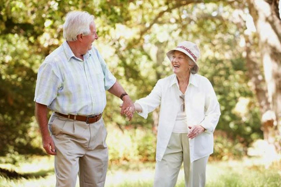 Quan tâm chăm sóc tới người bệnh Parkinson giúp phòng ngừa té ngã