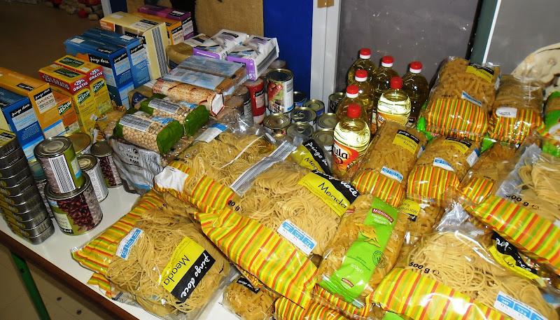 Voluntários recolheram alimentos à porta dos supermercados em Lamego