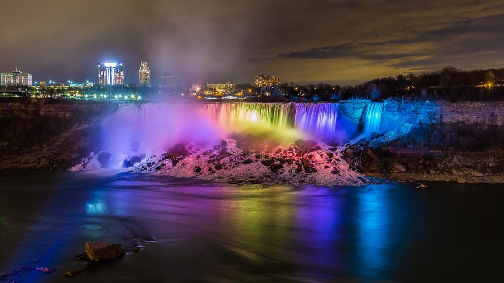 IMAGE: https://lh4.googleusercontent.com/-zRzBgga0SlE/UqSFyUJybsI/AAAAAAAAq3E/1F-Sva3qypo/w1024-h576-no/Niagara+Falls+Festival+of+Lights+-+1024.JPG
