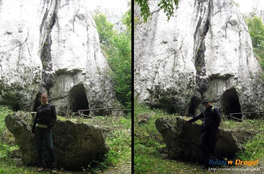 pamiątkowe zdjęcia przed wejściem do jaskini