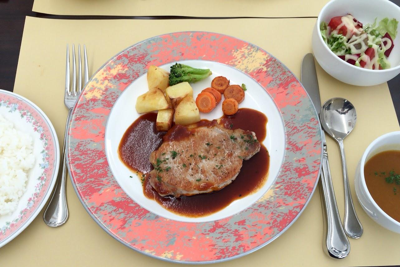 豚ロース肉のソテー(赤ワインソース)