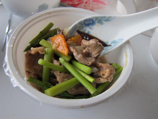 沙茶什錦炒肉片(蘆筍、黑木耳、紅蘿蔔、洋蔥)