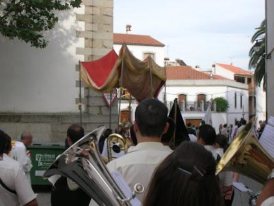 Procesión del Corpus 2010. Foto: Banda Municipal de Música de Pozoblanco (Córdoba). Prohibido su uso y reproducción * www.bandamunicipaldepozoblanco.blogspot.com