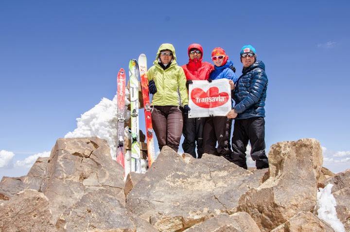 Victorie!!! Echipa Spirit: Corina, Akos, Christine si Dan primii romani pe Varful Suphan 4061 m cu skiuri de tura