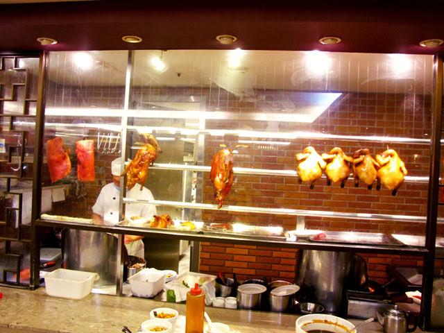 半開放式廚房,可以看到師父片鴨喔-大大茶樓台中港式飲茶