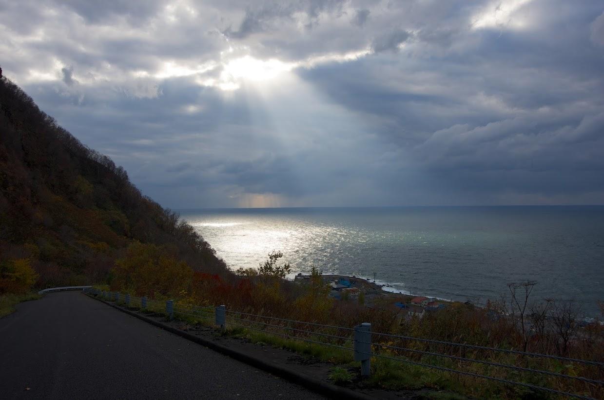 日本海に注ぐ光のシャワー