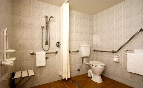 Ideias de banheiros para cadeirantes design innova - Disability bathroom design ...
