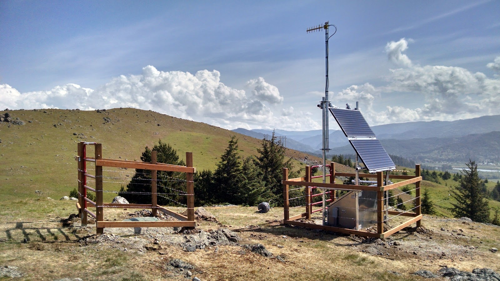 Seismic Station WEDR, located in Wedderburn, OR. This station, and others across Oregon, contribute data to ShakeAlert®.