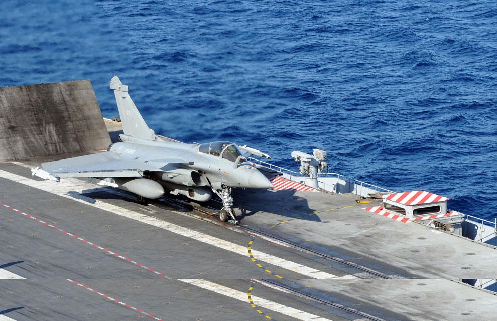 https://lh4.googleusercontent.com/-zf3EDMNnDGA/TYlX5zI7lAI/AAAAAAAAAoE/oEa-6zQuMlY/s1600/libye-premiere-mission-aerienne-pour-la-tf-473.jpg