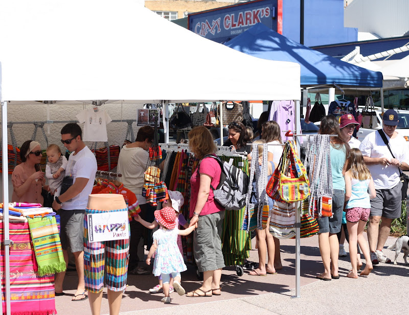sundays market friendly rightist - 800×616