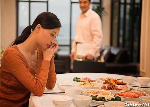 Ảnh vợ đợi chồng về ăn cơm