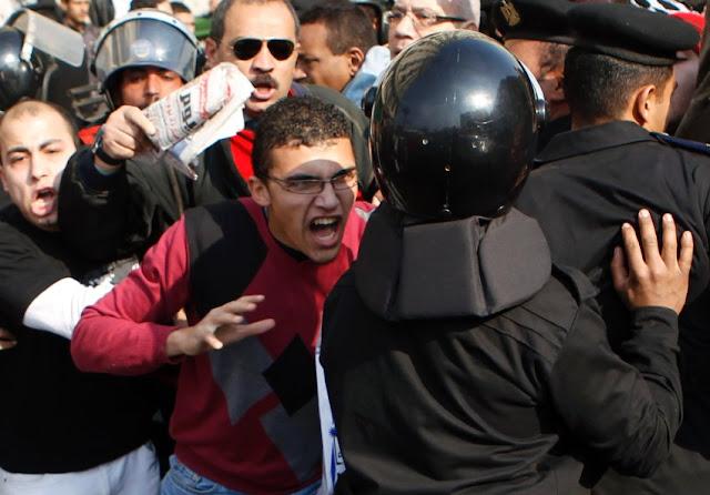 Egyptian Revolution شريف الحكيم Image-173331-galleryV9-qehu