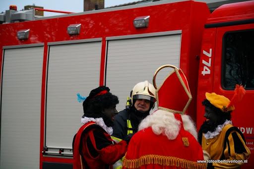 Sinterklaas komt aan bij Josefschool overloon 02-12-2011 (22).JPG