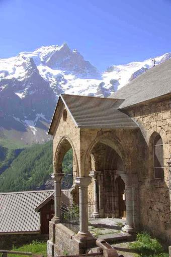 L'église des Terrasses et la Meije
